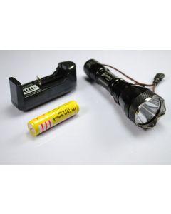 Uniquefire UF-2190 CREE XM-L T6 3-Mode LED-ficklampa med 18650 batteri och laddare